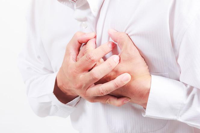 đau ngực bên trái là bệnh gì